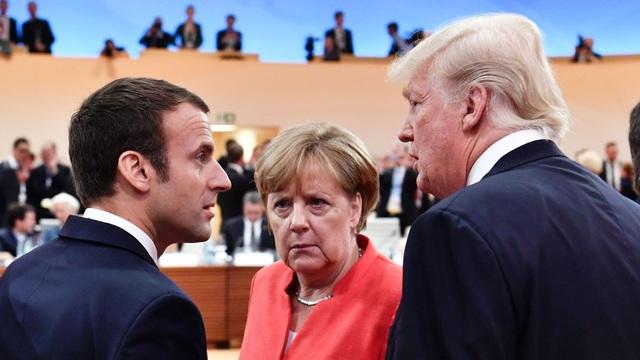 Từ trái qua phải: Tổng thống Pháp Macron, Thủ tướng Đức Merkel và Tổng thống Mỹ Trump (Ảnh: AFP)