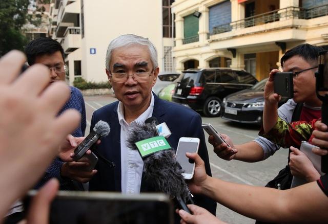... dù chủ tịch VFF Lê Hùng Dũng vừa cho biết có thể bỏ tiêu chí cần bằng đại học đối với ứng viên chủ tịch, phó chủ tịch nhiệm kỳ 8 (ảnh: Gia Hưng)