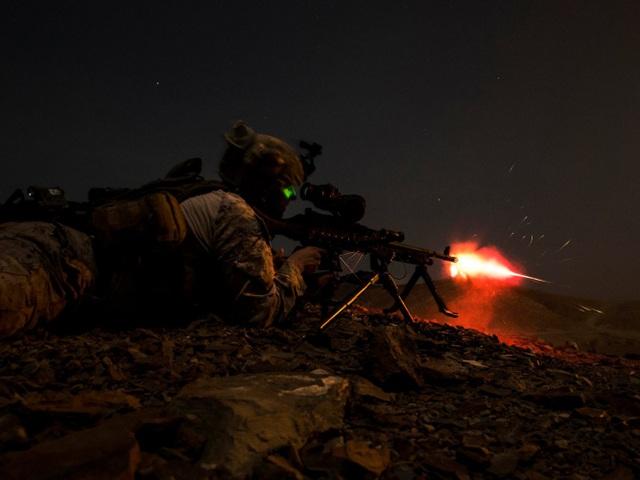 Lính thủy đánh bộ Mỹ tập trận vào ban đêm tại Djibouti. (Ảnh: US Air Force)