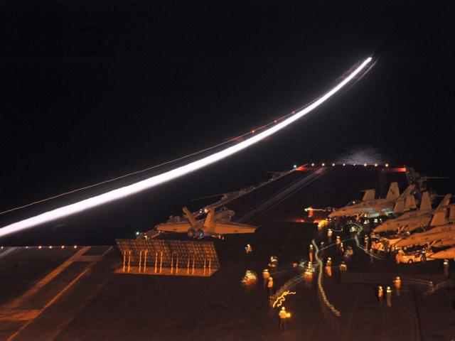 Các máy bay chiến đấu trên tàu sân bay USS Enterprise của Mỹ. (Ảnh: US Navy)