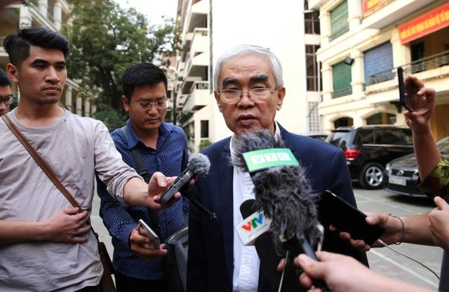 Chủ tịch VFF Lê Hùng Dũng chia sẻ với báo chí ngày 18/4 - Ảnh: Gia Hưng