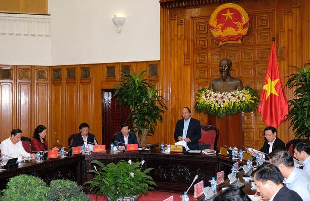 Thủ tướng chủ trì cuộc làm việc với lãnh đạo TAND tối cao chiều 18/4.