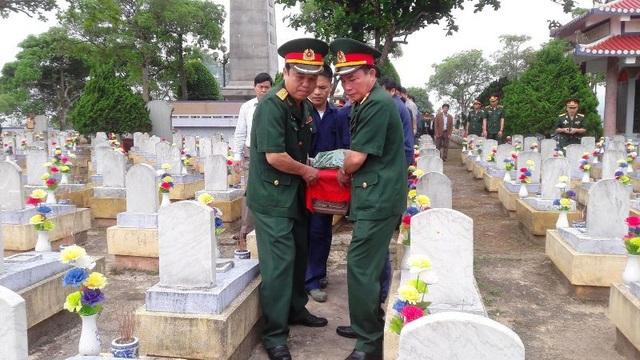 Hài cốt các liệt sĩ được đưa về an táng trong nghĩa trang