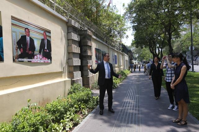 Tổng lãnh sự Pháp cho biết, suốt 45 năm quan hệ ngoại giao Việt- Pháp là cả một quá trình dài. Lãnh đạo 2 nước đã cố gắng góp phần cải thiện quan hệ hợp tác của 2 bên trong suốt quá trình 45 năm dài đó.