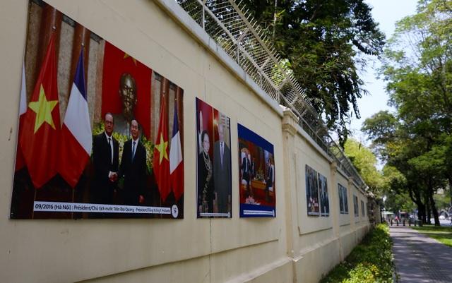 22 bức ảnh được treo ở Tổng lãnh sự quán Pháp tại số 6, đường Lê Duẩn, TPHCM để đánh dấu 45 năm quan hệ ngoại giao 2 nước.