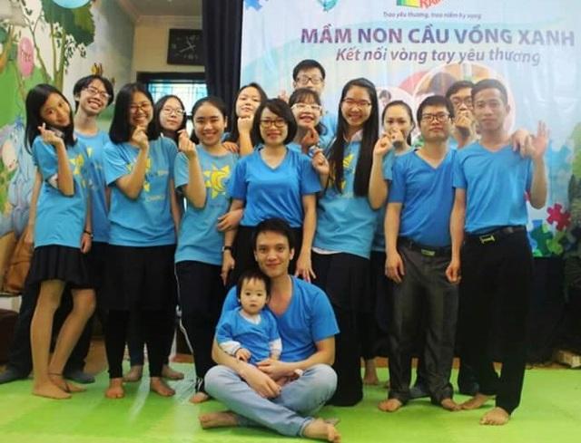 Ngọc Thảo trong một sự kiện tình nguyện vì trẻ tự kỷ.