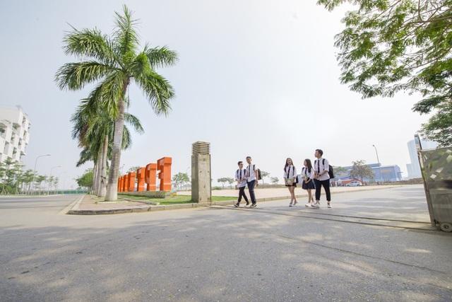 Học tập tại trường cấp 3 nội trú nằm trong lòng Tổ chức Giáo dục FPT, học sinh THPT FPT có điều kiện tiếp cận thông tin các bậc học đại học, sau đại học từ khá sớm.