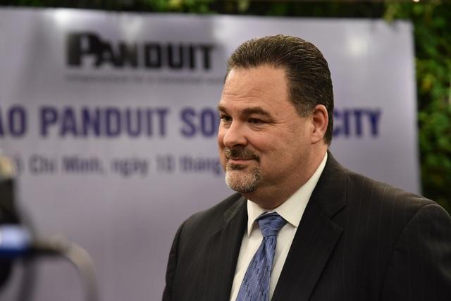 Ông Chad Reynolds – Phó Chủ tịch phụ trách Marketing tập đoàn Panduit chia sẻ về các yếu tố hỗ trợ phát triển hệ thống cơ sở hạ tầng vật lý tại Việt Nam