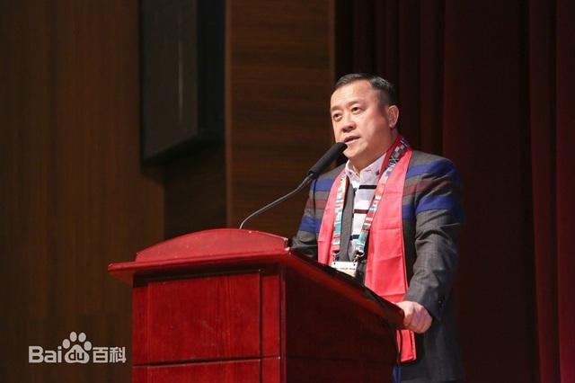 Tăng Chí Vỹ là người quyền cao chức trọng trong làng giải trí Hong Kong