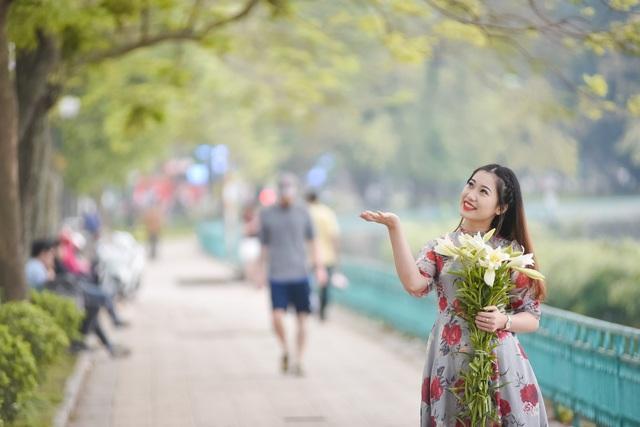 Thời điểm này, nhiều người yêu hoa cũng tranh thủ chụp ảnh lưu lại những khoảnh khắc đẹp