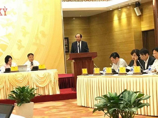 Bộ trưởng – Chủ nhiệm Văn phòng Chính phủ Mai Tiến Dũng trả lời tại cuộc họp báo.