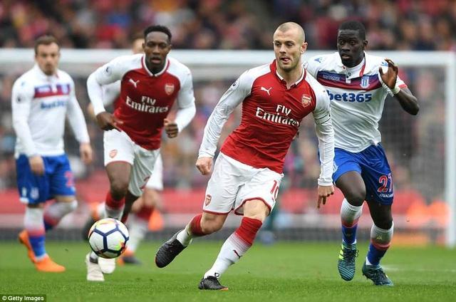 Wilshere đeo băng đội trưởng của Arsenal