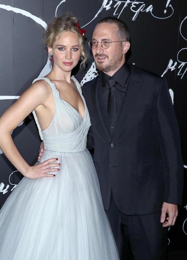 Nữ diễn viên Jennifer Lawrence, 27 tuổi, và đạo diễn Darren Aronofsky, 49 tuổi