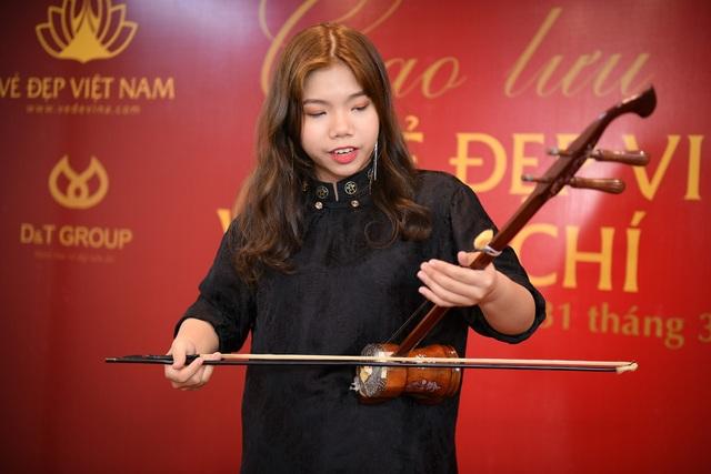 Giọng ca trẻ Bảo Ngọc trình diễn hai ca khúc đầy ấn tượng tại sự kiện.