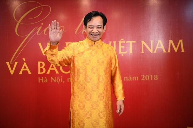 Nghệ sĩ Quang Tèo đến chúc mừng NTK Đỗ Trịnh Hoài Nam.