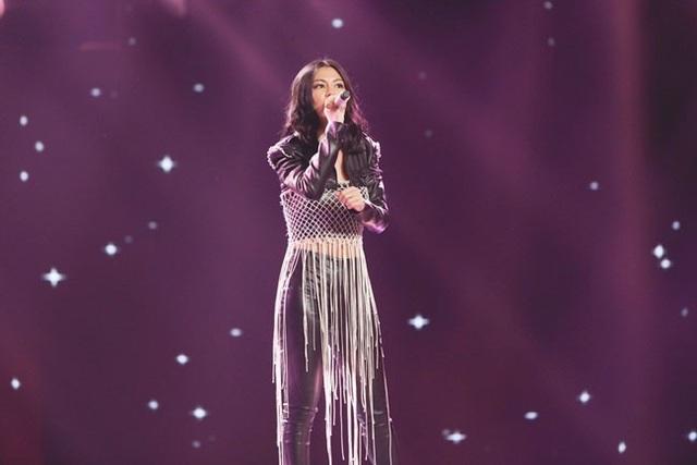 Bùi Lan Hương nhận nhiều ý kiến trái chiều với ca khúc Bùa mê.