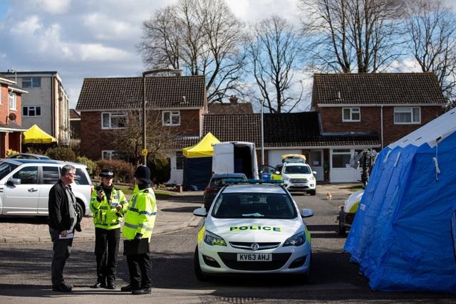 Cảnh sát Anh khám xét căn nhà của cựu điệp viên Skripal tại Salisbury (Ảnh: Getty)