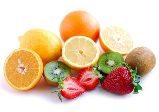 Các thức ăn có tính axit cũng có thể gây kích ứng chỗ nhổ răng và chậm liền
