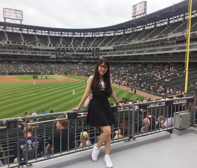 Với vốn tiếng Anh và sự năng động, tự tin, Phương Uyên tìm cơ hội nhận học bổng du học hè ở Mỹ, Nhật.
