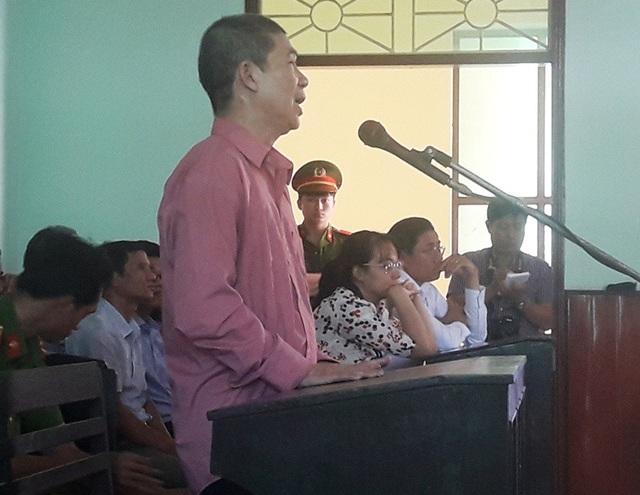Bị cáo Hồ Minh Khiêm - nguyên Trưởng phòng Thanh tra thuế thuộc Cục Thuế tỉnh Bình Định tại tòa.