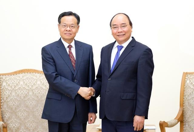Thủ tướng Nguyễn Xuân Phúc và ông Trần Vũ - Chủ tịch Chính quyền Khu tự trị dân tộc Choang Quảng Tây - Trung Quốc