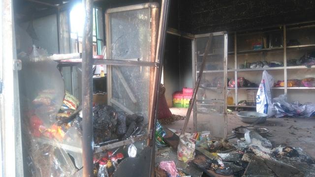 Quán tạp hóa bị cháy, nhiều tài sản bị thiêu rụi