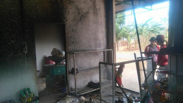 Nghi án trộm lẻn vào quán ăn trộm, gây cháy quán và bị bỏng nặng.