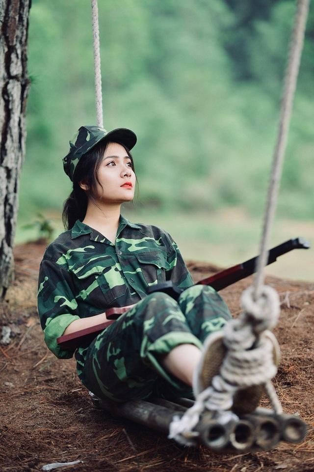 Vẻ đẹp tinh khôi đầy cá tính của Dương Thu Giang trong trang phục áo lính