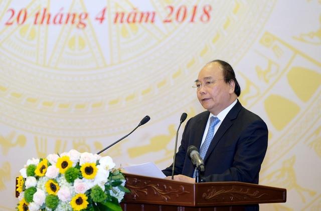 """Thủ tướng Nguyễn Xuân Phúc: Cần dẹp ngay tình trạng """"ngâm"""" hồ sơ, hay tình trạng """"có 300 lạng việc này mới xong."""