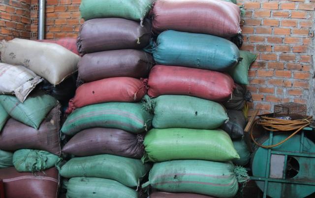 Toàn bộ tang vật gồm 3 tấn tạp chất cà phê đã bị thu giữ