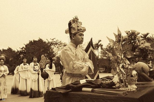 Độc đáo bộ ảnh kỷ yếu hóa thân vua chúa của học sinh chuyên Sử - 2