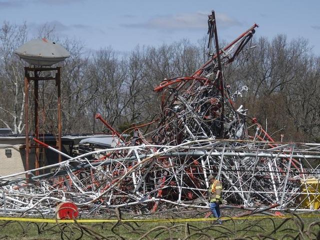 Đại diện cơ quan cứu hỏa Mỹ cho biết tháp truyền hình cao 600m ở Fordland, bang Missouri bất ngờ đổ sập vào khoảng 10h sáng ngày 19/4 (theo giờ địa phương).