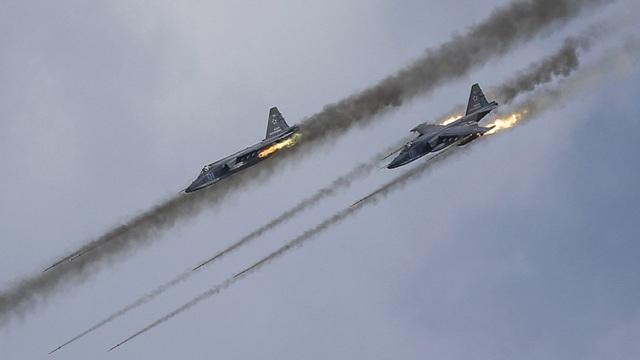 Các máy bay chiến đấu Nga tấn công mục tiêu tại Syria (Ảnh: FT)