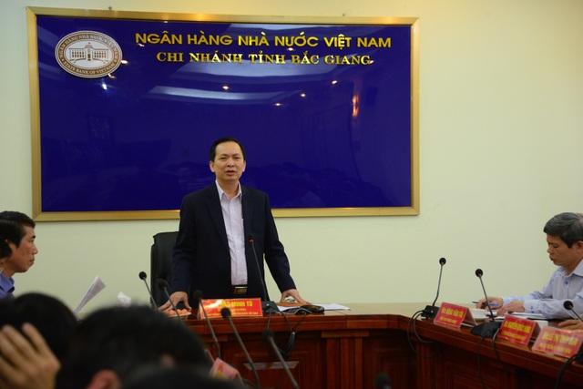 Thực hiện lời hứa với Thủ tướng Chính phủ tại Hội nghị đối thoại giữa Thủ tướng với nông dân tổ chức tại Hải Dương ngày 9/4 vừa qua, Phó Thống đốc NHNN Đào Minh Tú đã có buổi làm việc với ông Tô Hiến Thành – Giám đốc HTX Trường Thành tại Bắc Giang.