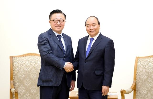 Thủ tướng Nguyễn Xuân Phúc tiếp Tổng Giám đốc Samsung Hàn Quốc có chuyến thăm và làm việc ở Việt Nam.