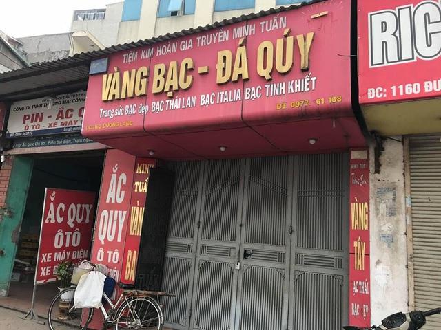 Tiệm vàng trên đường Láng (phường Láng Thượng, quận Đống Đa, Hà Nội), nơi xảy ra vụ cướp trong đêm 19/4 (Ảnh chụp sáng 20/4: Trần Thanh).