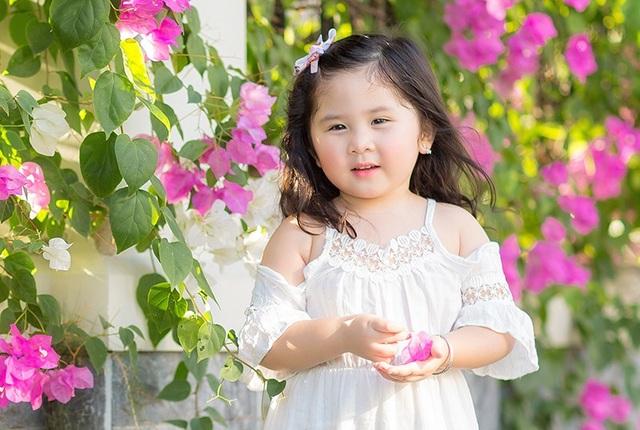 """Ngày nắng đẹp bên giàn hoa giấy của """"thiên thần nhí"""" Mimi - 9"""