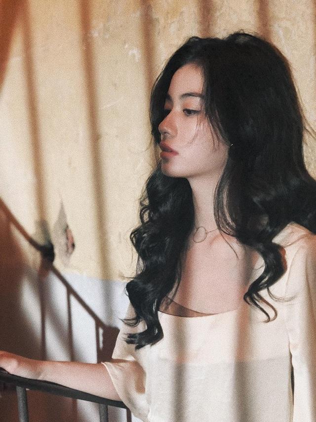 """Cận cảnh gương mặt của """"nữ sinh đẹp không góc chết"""" Nguyễn Vi - 10"""
