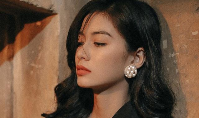 """Cận cảnh gương mặt của """"nữ sinh đẹp không góc chết"""" Nguyễn Vi - 9"""