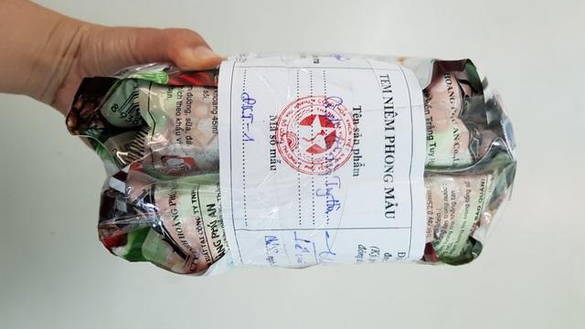 Mẫu cà phê Chồn Trắng Tuy Hòa niêm phong tại Sở Công thương tỉnh Phú Yên.
