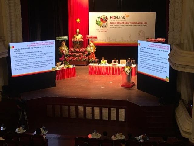 Một trong những nội dung nổi bật tại đại hội HDBank là thông qua phương án sáp nhập PGBank.