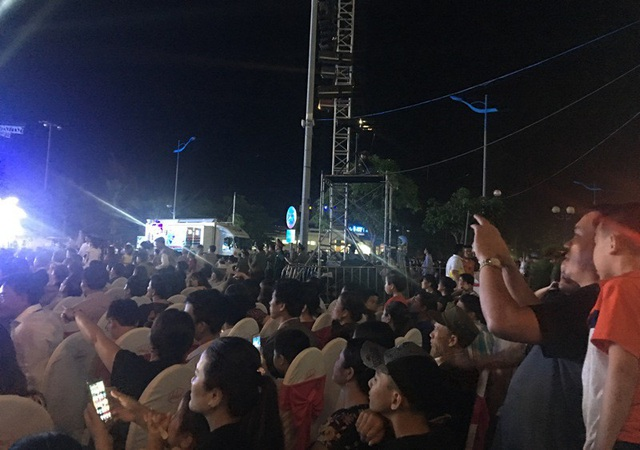 Du khách tham dự Lễ hội du lịch biển Sầm Sơn năm 2018