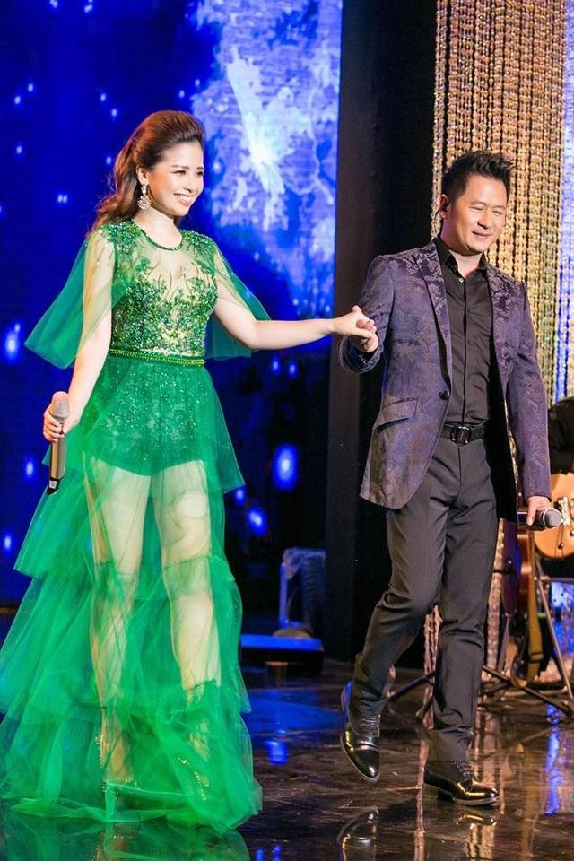 Dương Hoàng Yến là khách mời khá đặc biệt trong đêm nhạc Bằng Kiều, Trái tim bên lề diễn ra tối qua tại Hà Nội.