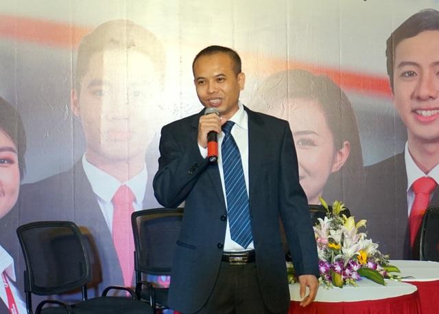 Ông Nguyễn Phi Hùng (Phó Tổng giám đốc Ngân hàng Maritime Bank) chia sẻ định hướng lộ trình nghề nghiệp cho sinh viên Ngoại thương.