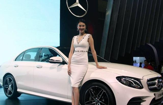 Những chiếc xe sang liên tục được chào hàng tại các cuộc triển lãm xe hơi trong nước