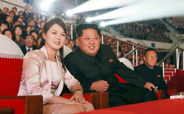 Nhà lãnh đạo Kim Jong-un và Đệ nhất phu nhân Triều Tiên Ri Sol-ju (Ản: EPA)