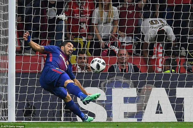 Ngoài cú đúp lập được, Luis Suarez có nhiều pha kiến tạo thông minh đặt đồng đội vào thế thuận lợi