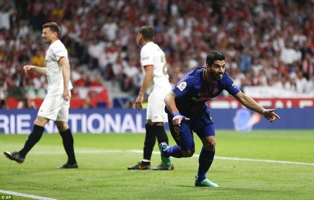 Suarez tỏa sáng với cú đúp, giúp Barca vùi dập Sevilla quá dễ dàng