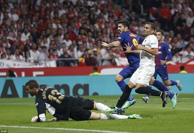 Luis Suarez tiếp tục là khắc tinh trong các trận đấu với Sevilla