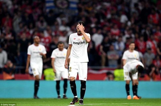 Franco Vazquez của Sevilla không giấu nổi sự thất vọng